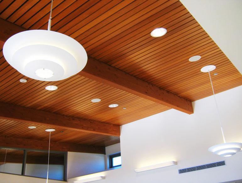 Falsos techos de madera y aluminio