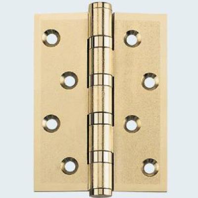 Colocación correcta de bisagras en puertas y ventanas