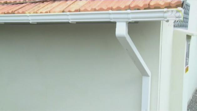 El techo de una canaleta hd for Canaletas para techos de madera