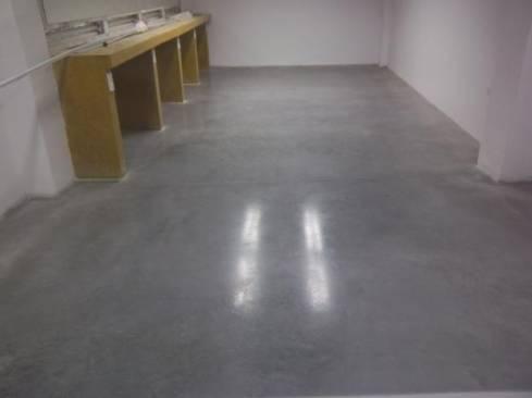 C mo colocar piso de cemento pulido en interiores alba iles for Hormigon pulido blanco