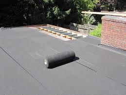 Cómo aplicar membrana autoadhesiva al techo