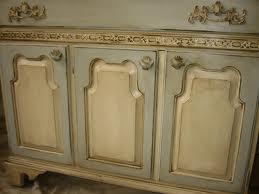 C mo hacer una p tina vintage en tus muebles de madera - Pintura dorada para madera ...