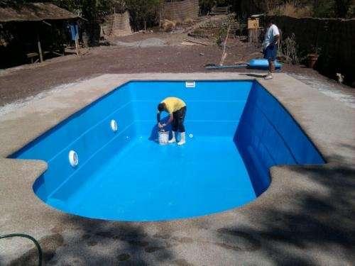 Cómo instalar una piscina de fibra de vidrio en casa