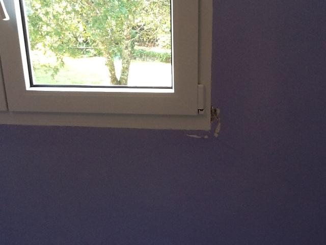 Cómo detectar filtraciones de agua y aire en ventanas y puertas
