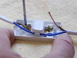 Cómo solucionar problemas domésticos de electricidad con las herramientas apropiadas