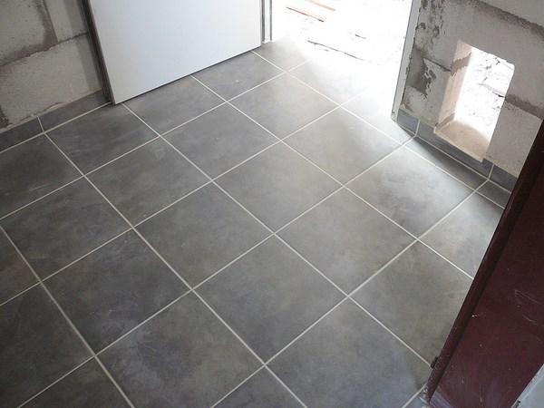 Materiales que pueden utilizarse para cubrir pisos for Precios de pisos ceramicos