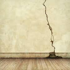 Cómo reparar grietas en paredes, techos y pisos