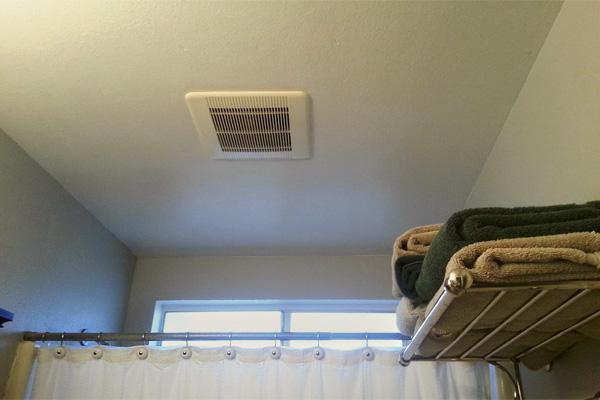 Cómo instalar un extractor de aire en un baño