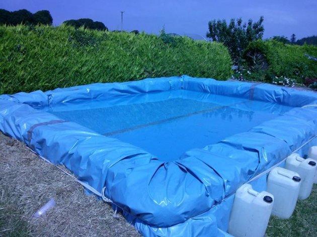 Construcción sustentable: Cómo hacer una piscina con fardos de paja