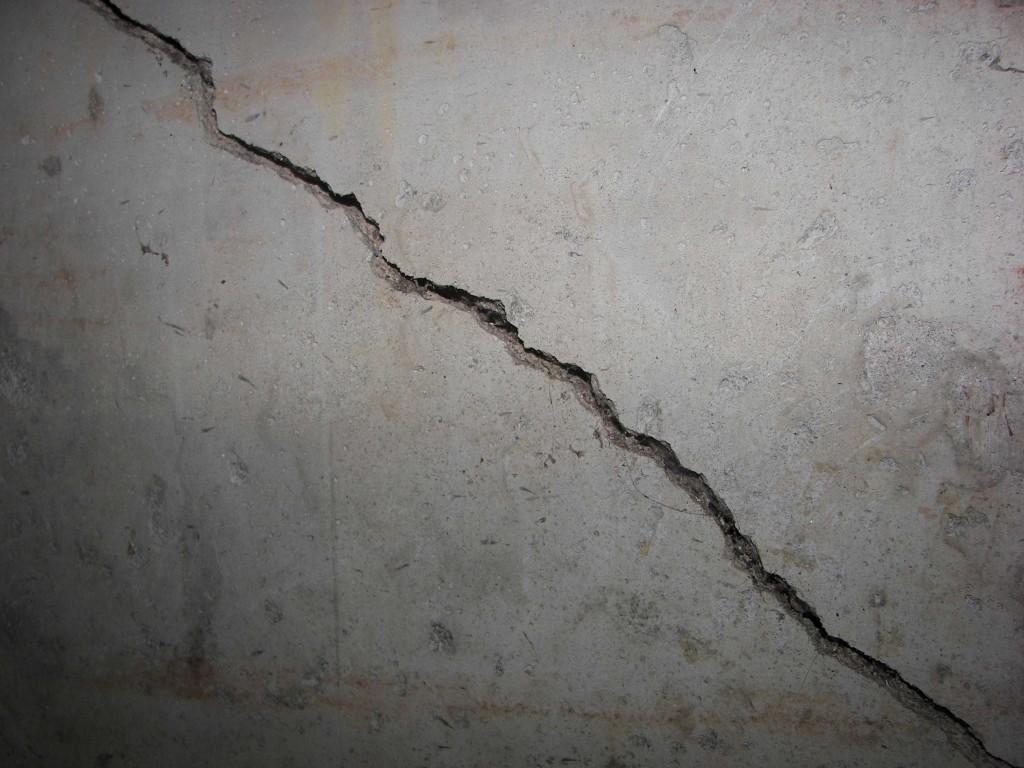 Qu son las grietas din micas y c mo se las puede reparar - Reparar grietas pared ...