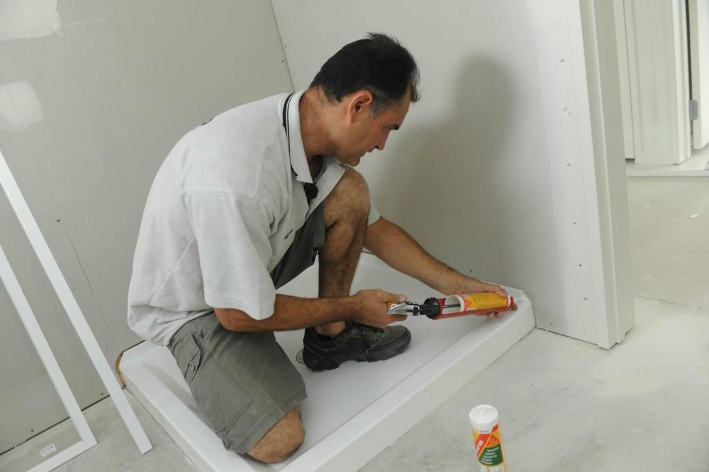 Cómo aplicar sellador en aberturas de los artefactos sanitarios
