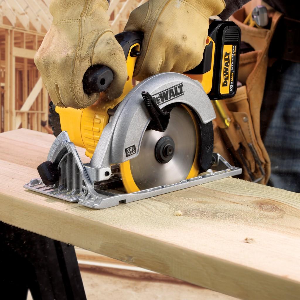 C mo usar una sierra circular y no lesionarse en el - Sierra circular madera ...