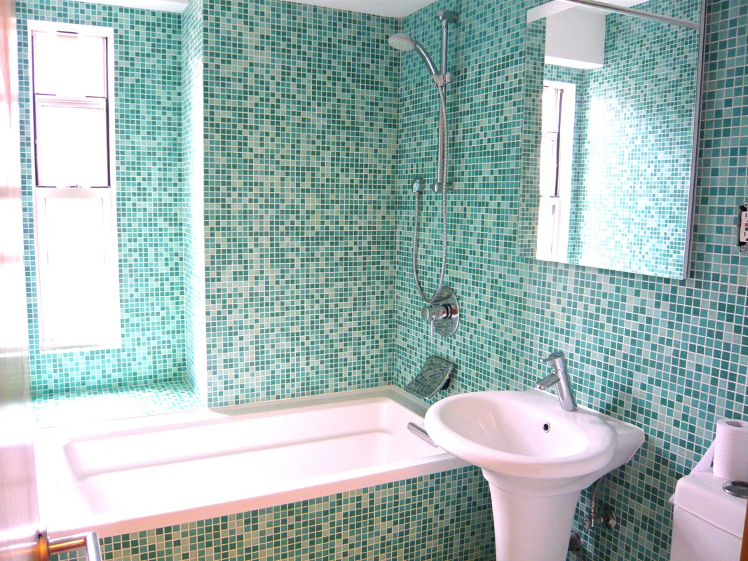 Cómo revestir paredes con mosaico veneciano
