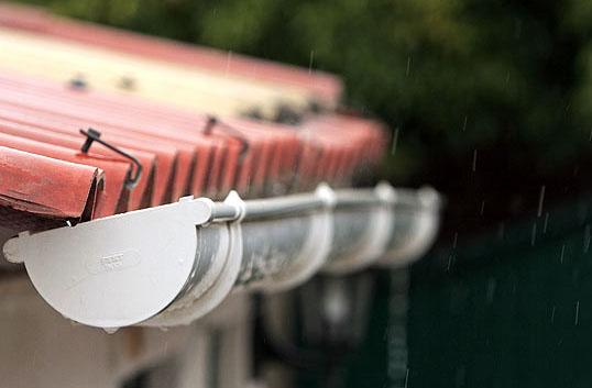 C mo reparar las juntas o grietas en las canaletas de - Canaletas para agua ...