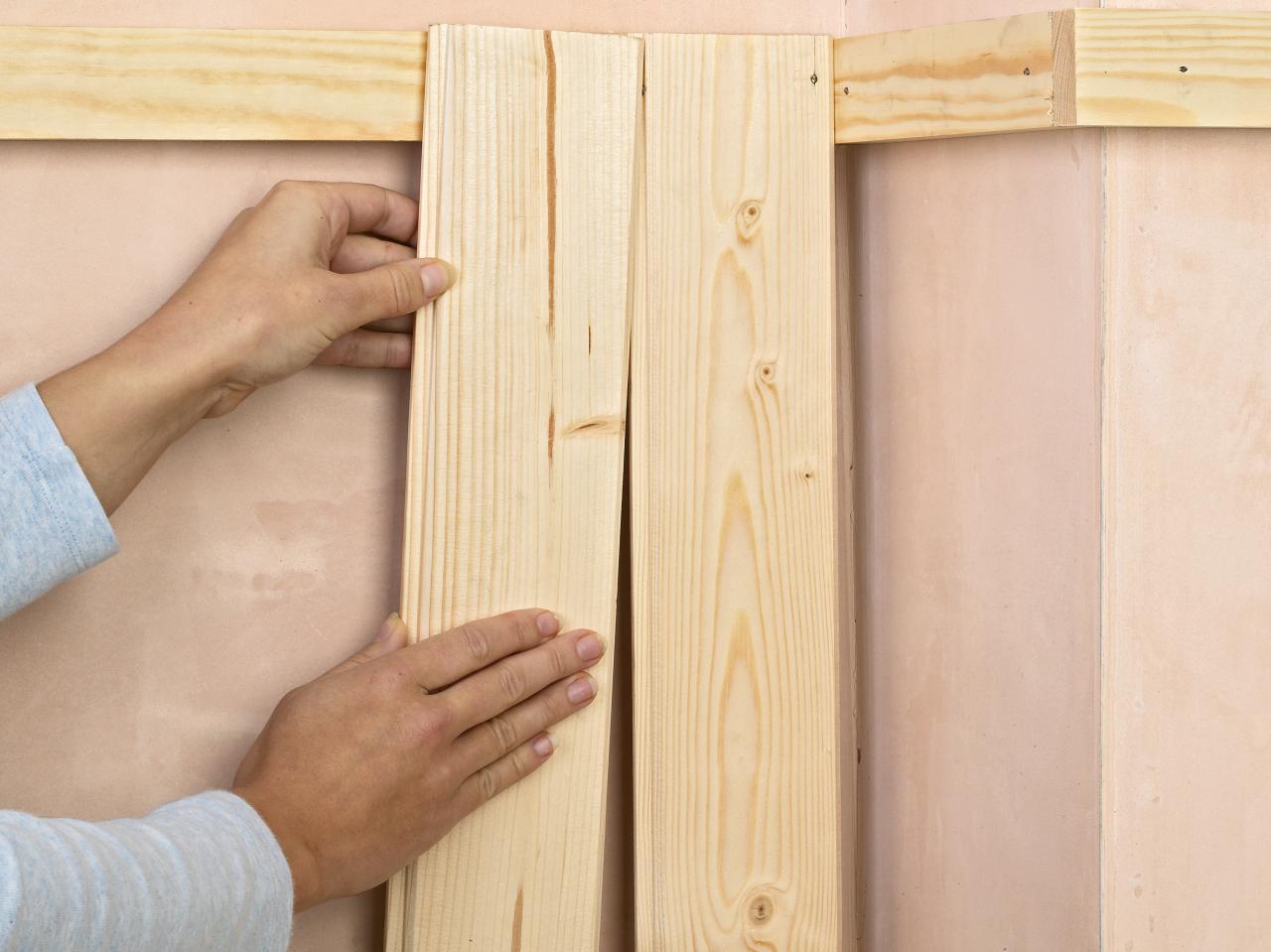 Cómo revestir una pared con un friso de madera