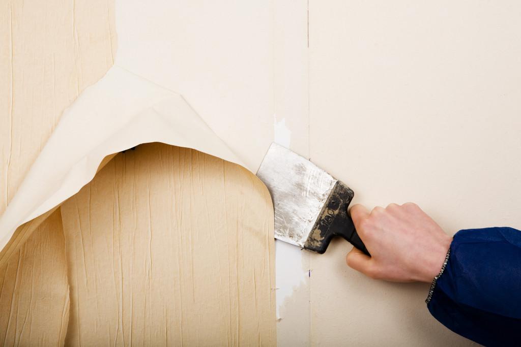 Cómo quitar el papel tapiz de las paredes