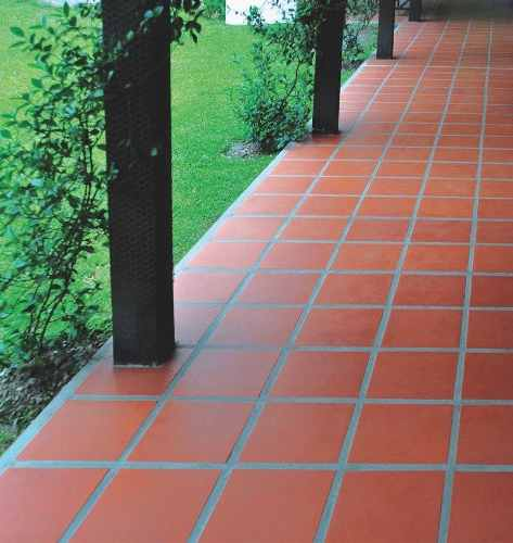 Como instalar un piso de baldosas cer micas en galer as patios y jardines alba iles - Como rejuvenecer un piso antiguo ...