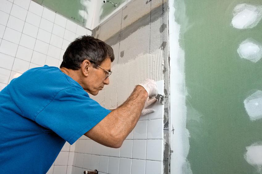 Cómo revestir con azulejos una pared de placas de yeso