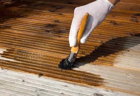 C mo pintar un deck o terraza de madera alba iles for Se puede pintar encima del barniz