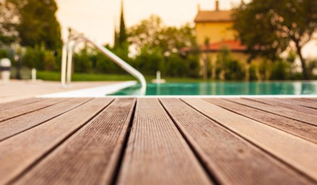 Cómo pintar un deck o terraza de madera