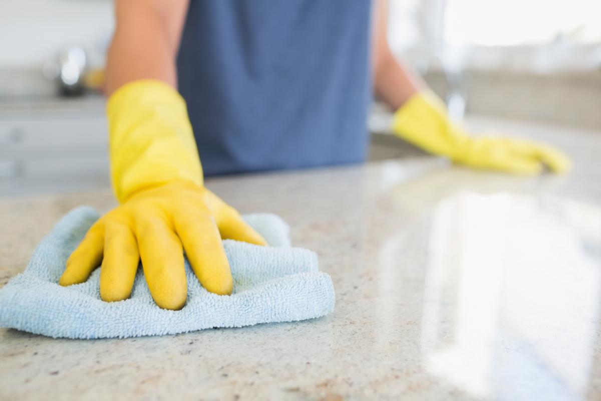 Cómo limpiar una encimera de granito sin dañarla
