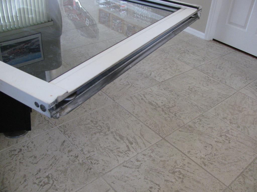 Cómo reparar una puerta corrediza de vidrio