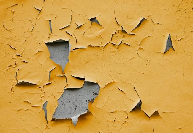Cómo reparar errores o imperfecciones a la hora de pintar sobre paredes interiores