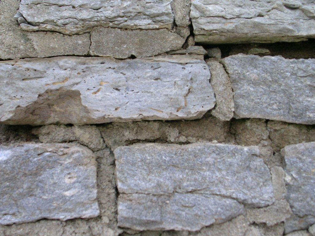 Cómo reparar una pared de piedra