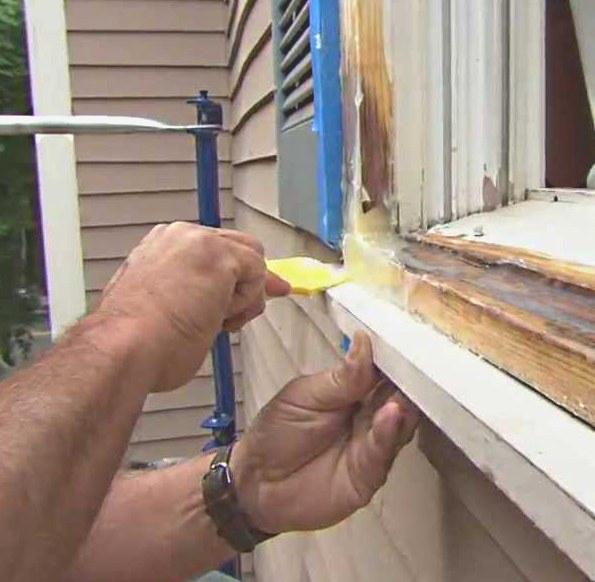 Cómo reparar daños de podredumbre en ventanas de madera
