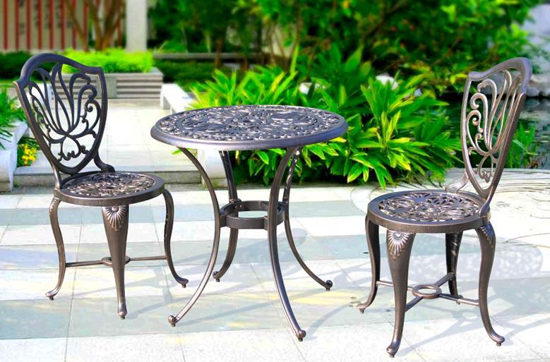 Cómo pintar los muebles de hierro fundido en patios y jardines