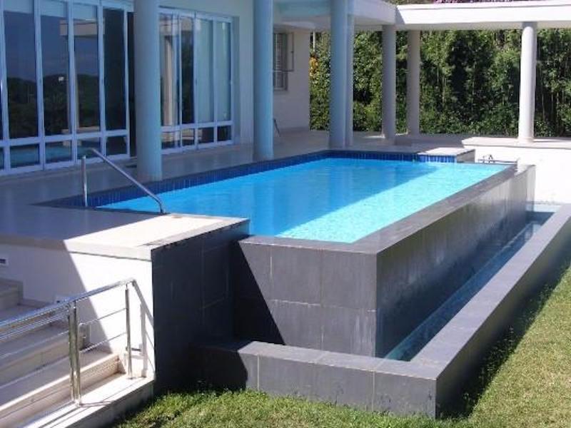 Cómo reutilizar contenedores para construir piscinas