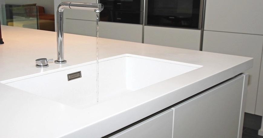 Trucos para limpiar las encimeras de corian en la cocina for Mejor material para encimeras de cocina