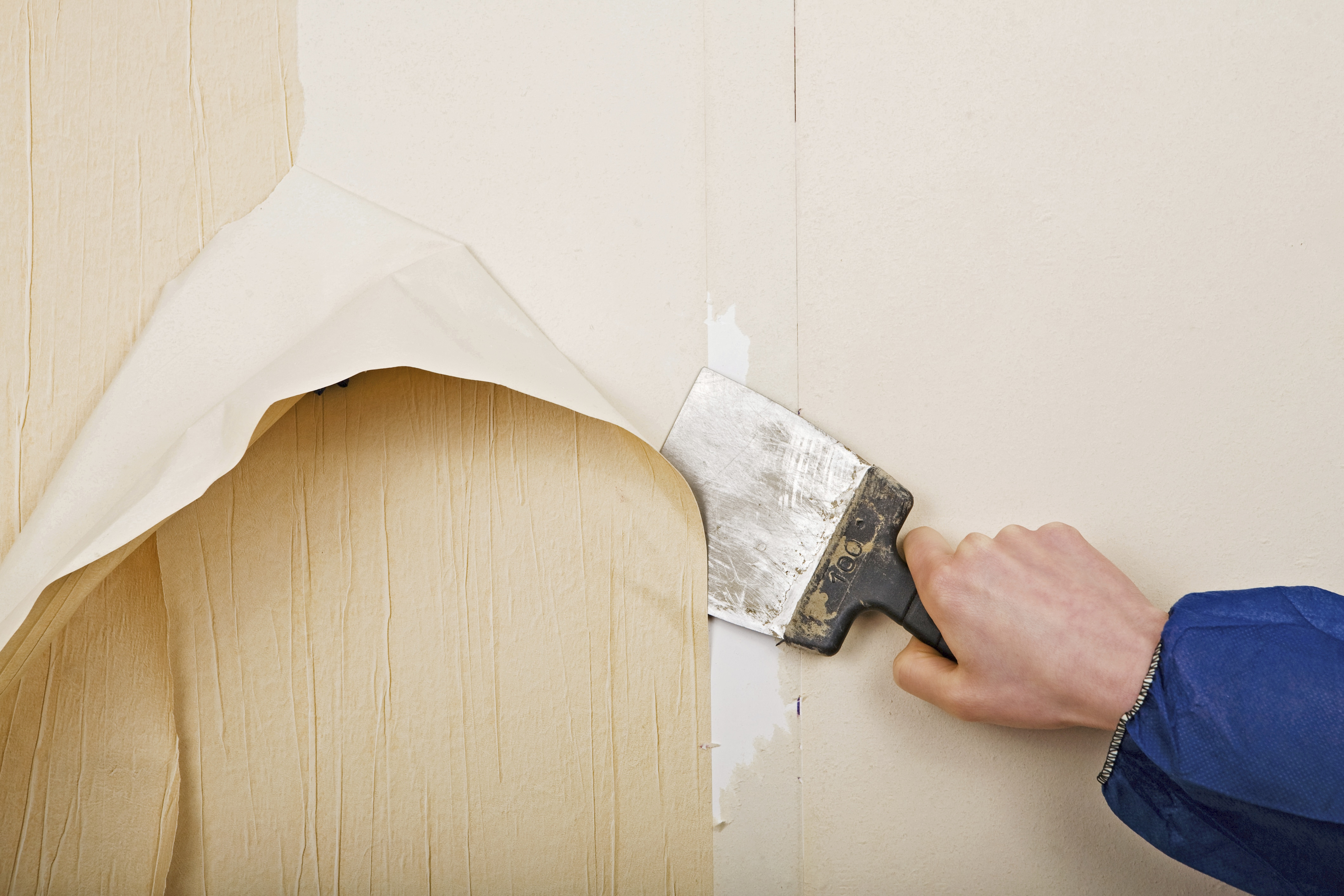 Como quitar el papel vin lico de la pared de yeso del ba o alba iles - Como quitar rayones del piso vinilico ...