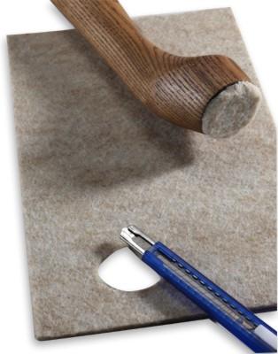 Cómo colocar topes de fieltro en muebles para evitar rayones en pisos de madera