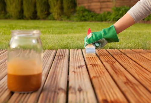 Cómo pintar y mantener un deck de madera