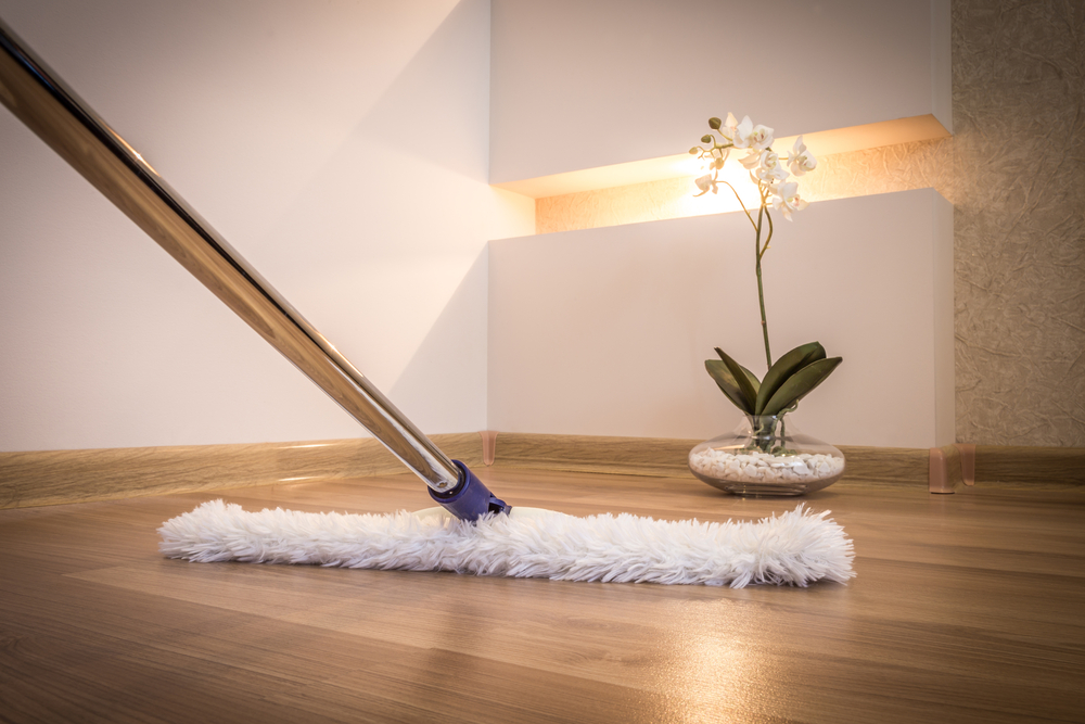 C mo limpiar los pisos de madera maciza sin afectar el ambiente alba iles - Como limpiar el suelo de madera ...