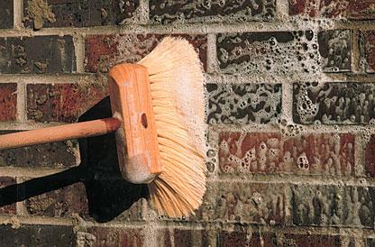 Cómo limpiar paredes y pisos de ladrillos