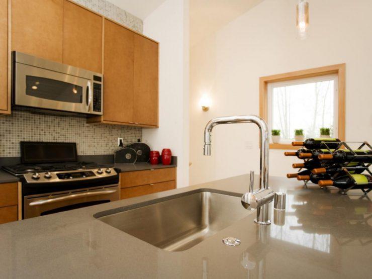 Cómo limpiar las mesadas de melamina en la cocina