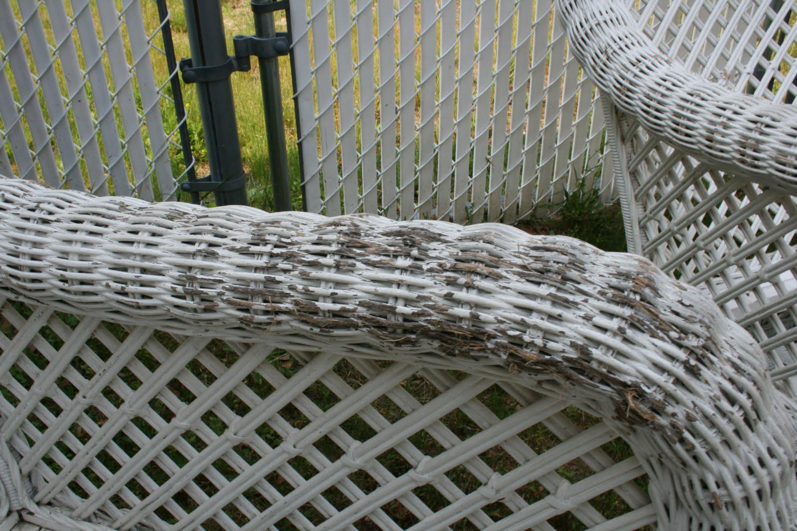 Cómo recuperar una silla de mimbre: Limpieza y pintura
