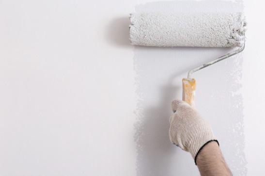 Cómo aplicar una imprimación antes de pintar una pared