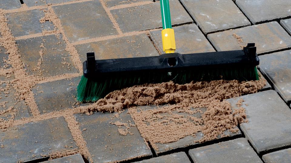 Cómo colocar un piso de ladrillos sobre una losa de cemento